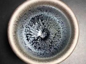 李光熙师傅,清莲,口径7.6高5.5,满满的蓝色小油滴。