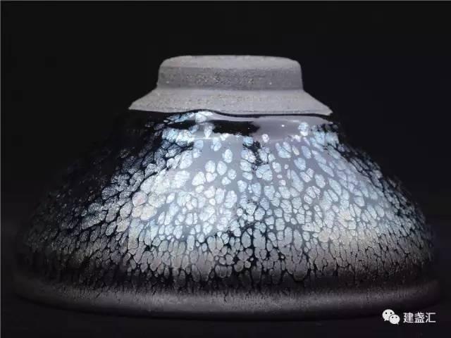 李达:浅析建盏的釉面斑纹和艺术效果