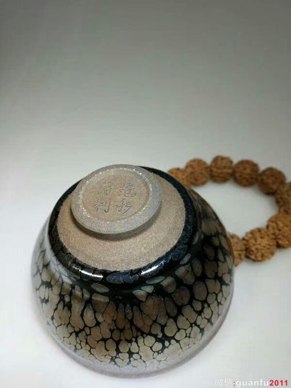 范永寿油滴束口:口8.5高5.6,晶莹饱满。