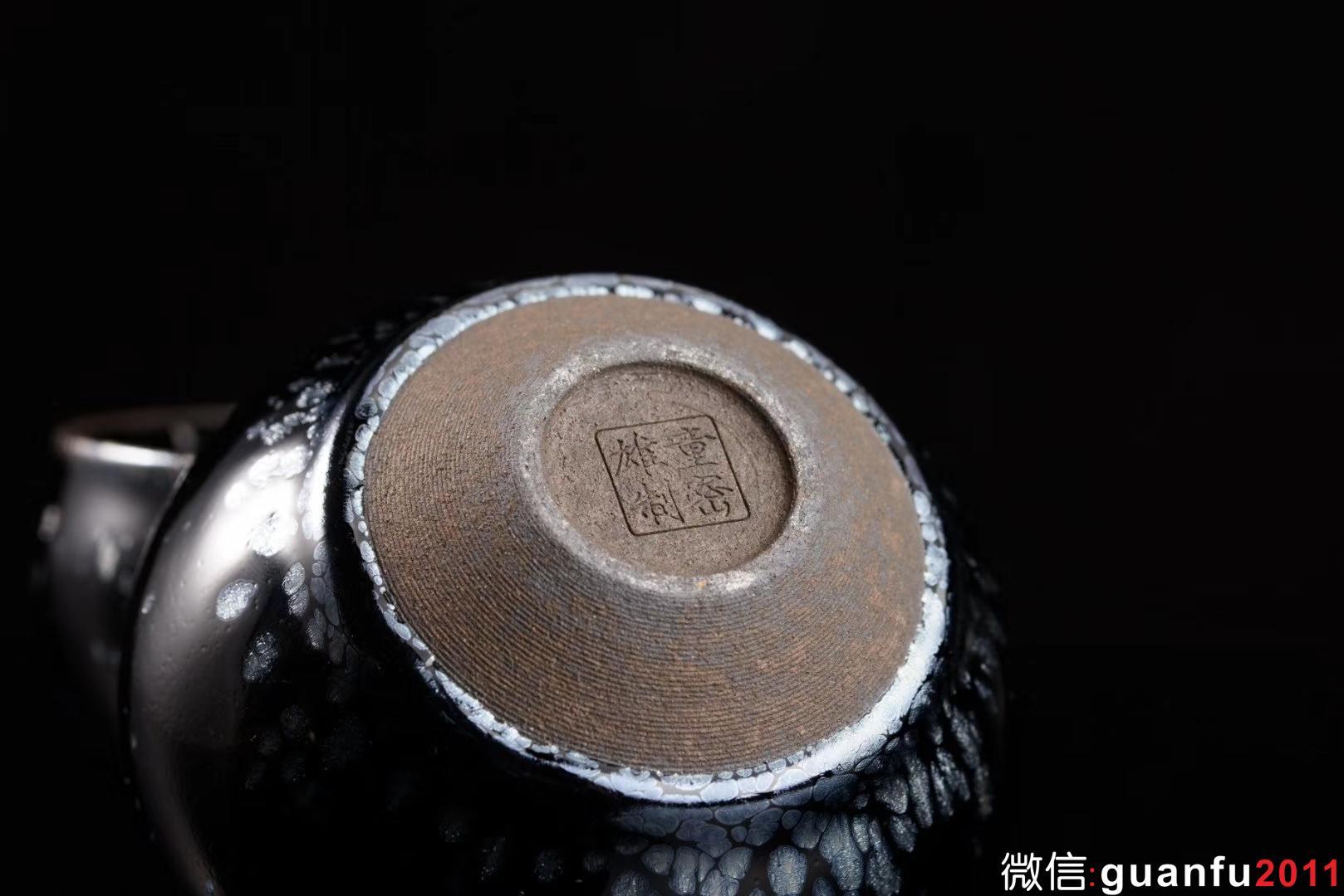 童蜜雄 老师  新品:初心 回馈市场 极致 黑底银滴