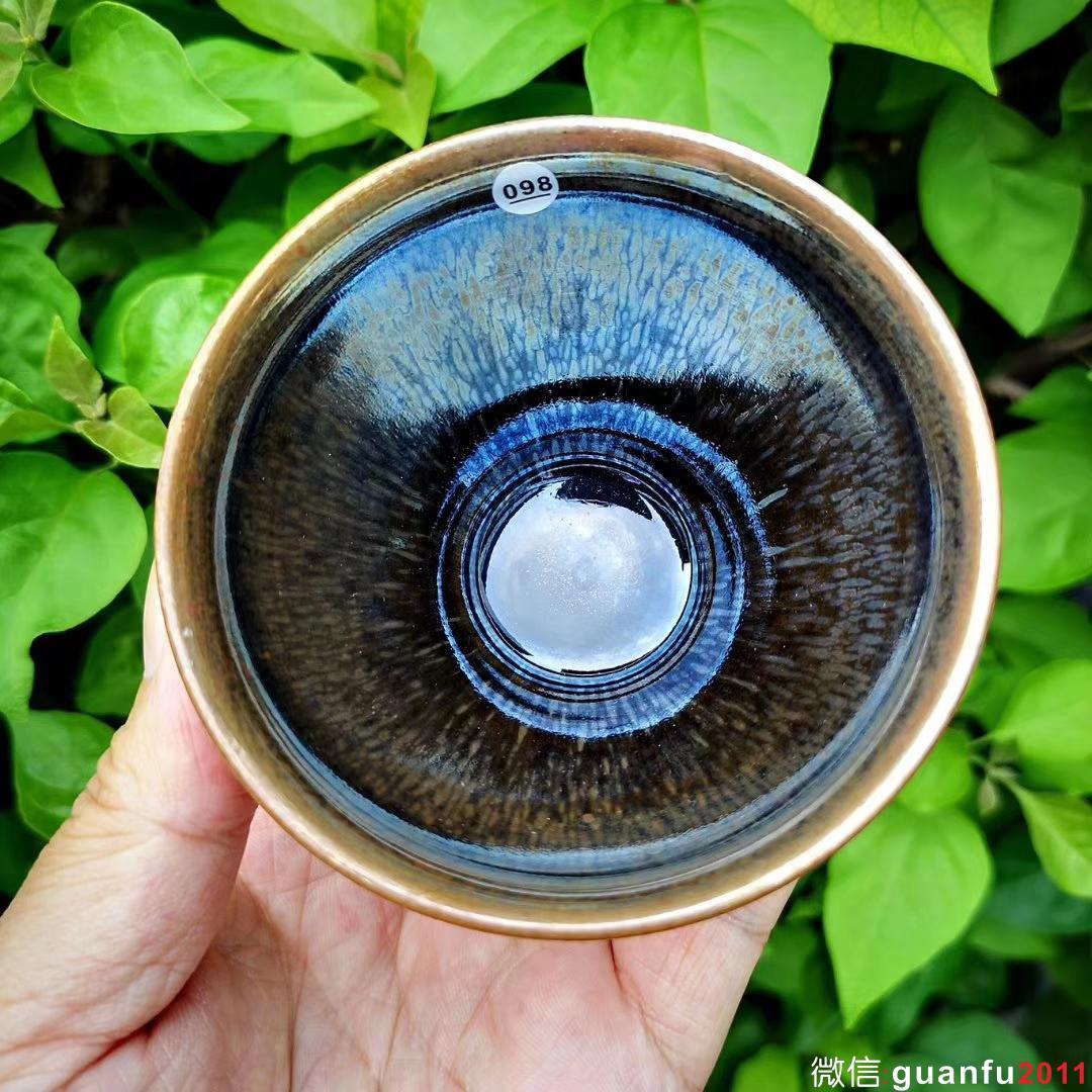 """陆金喜 柴烧之天赐异彩—-曜变茶盏 """"成就盏中极品,淬炼天赐易彩""""收藏级作品 口径9高5.8,釉面极润。"""