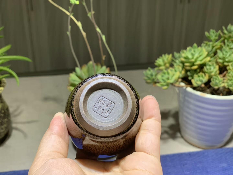 今日鹧鸪   怀南•吴继旺作品5.9×6cm 闻香杯  闻香品茗,心静思远,尽在一杯一缕之间。