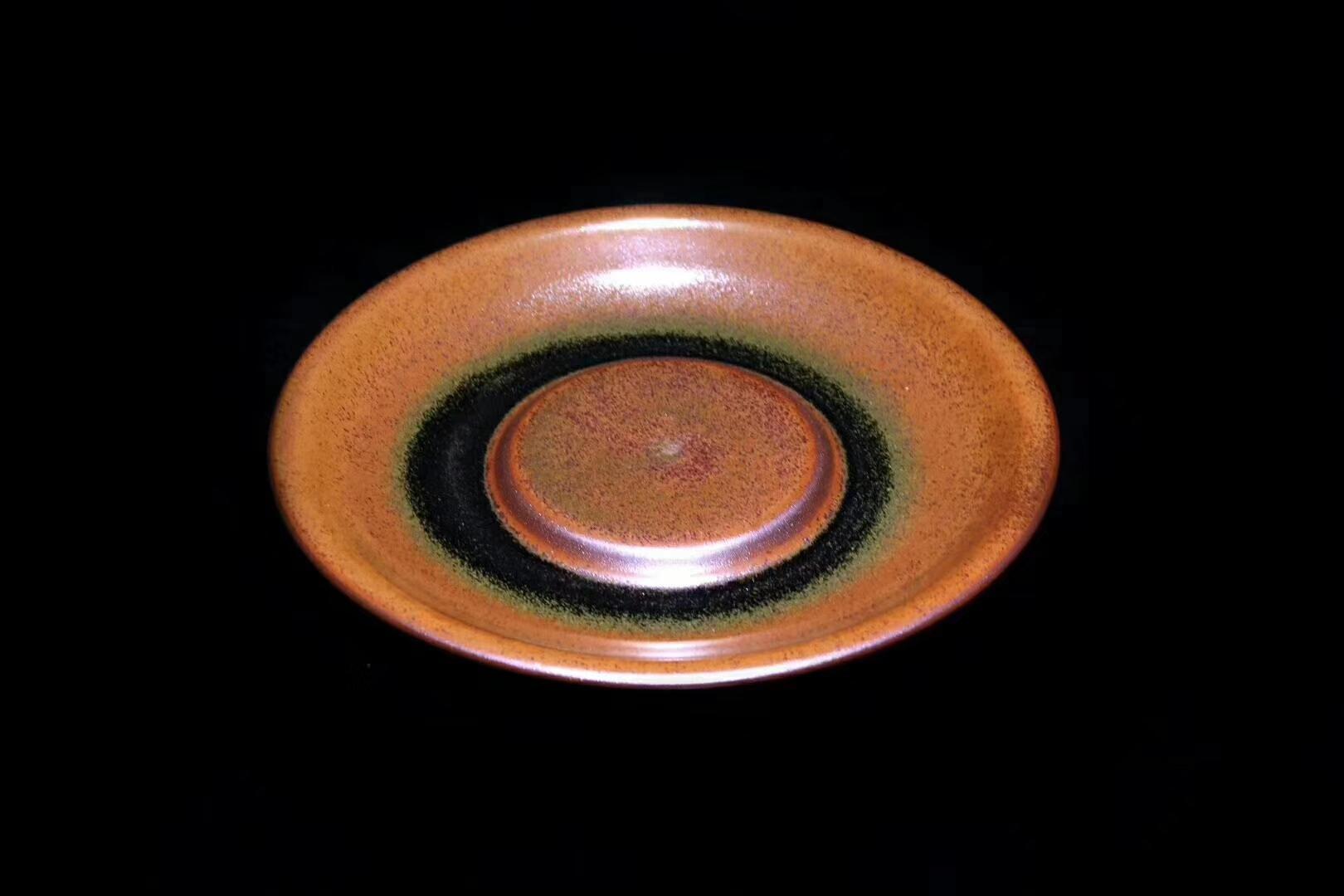 李盏造器,始终如一  高级工艺美术师 作者:李远兴 作品:龙窑柴烧 壶承